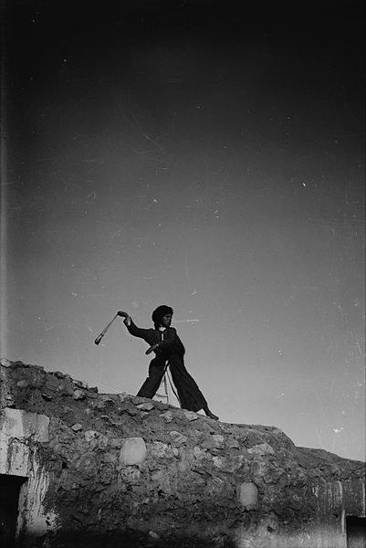 prak - palestínsky chlapec s prakom