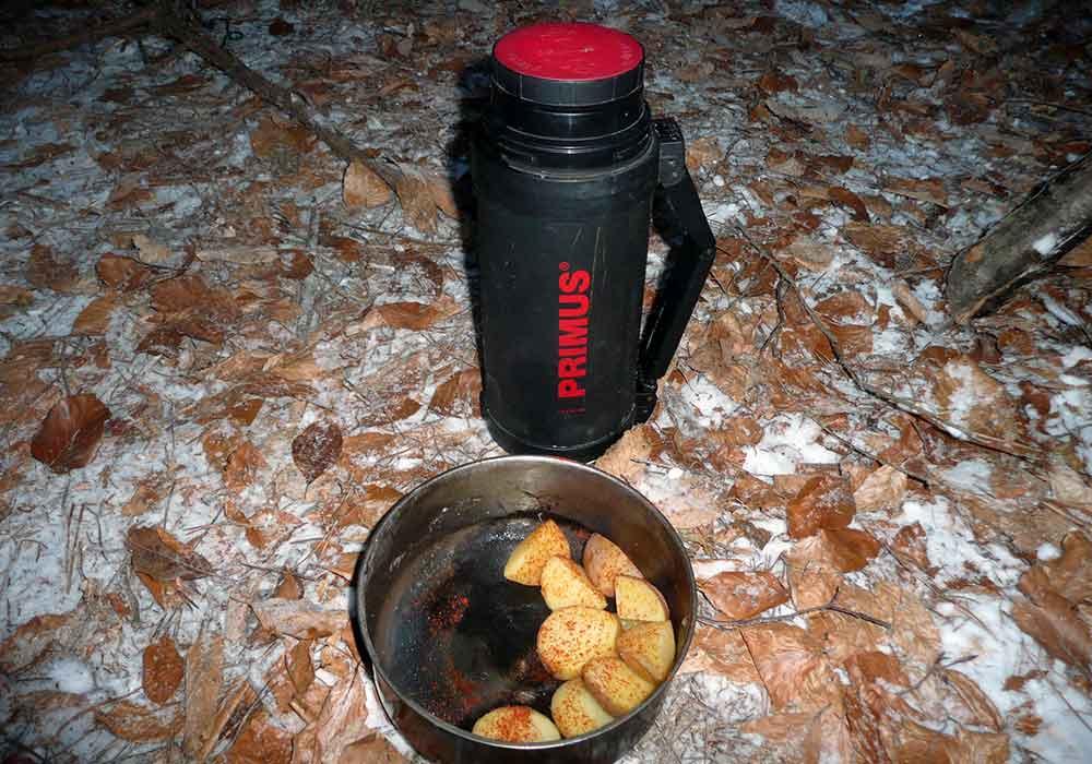 Spánok-v-mraze-Varenie-zemiakov-termoske-Primus